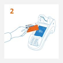 2. Schritt: Kunde hält kontaktlose girocard ans Kartenlesegerät